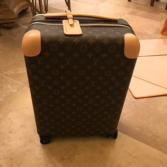 3448abe2d0930 Louis Vuitton Horizon 50 luggage w  toiletry bag